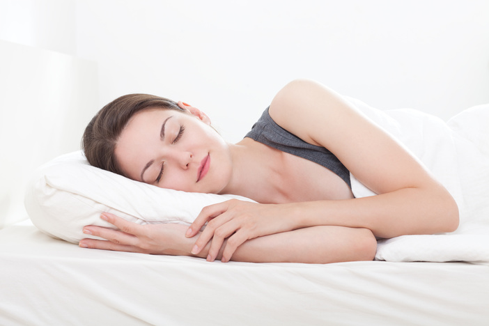 Woman Sleeping on side pillow guide